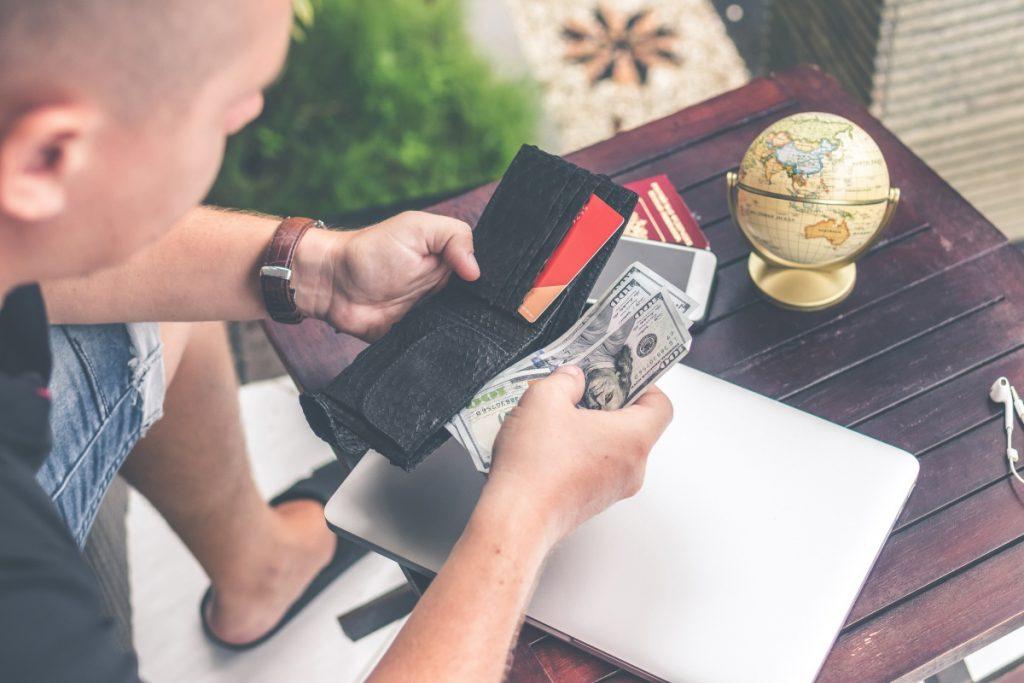 出國旅遊用現金、信用卡、旅支還是金融卡提款?安全撇步一次告訴你