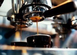 勞退自提的神奇力量!每天少喝一杯咖啡,退休每月多領 1 萬元