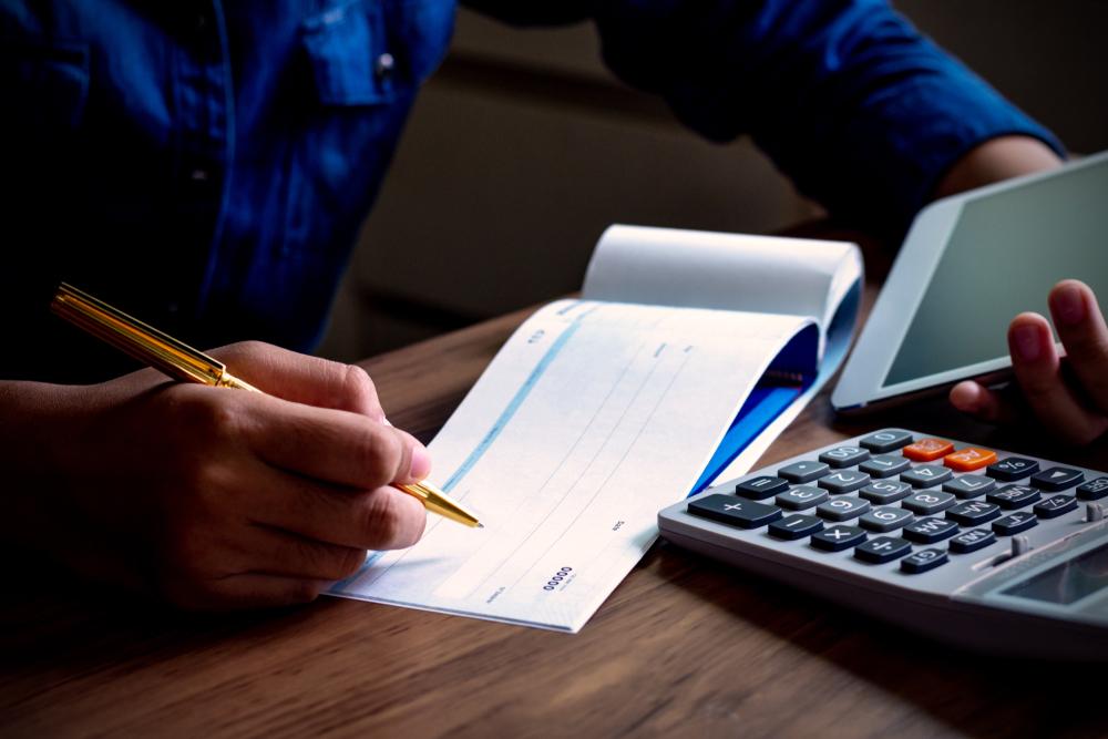拿到-支票-,如何兌現、存入帳戶?支票和本票差在哪?